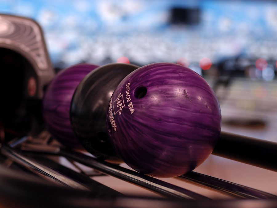 How to pick a bowling ball